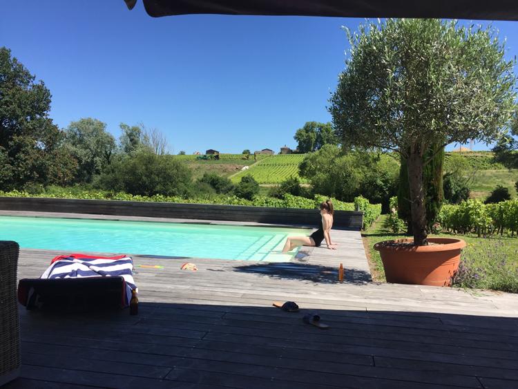piscine bordeaux débordement vue vigne