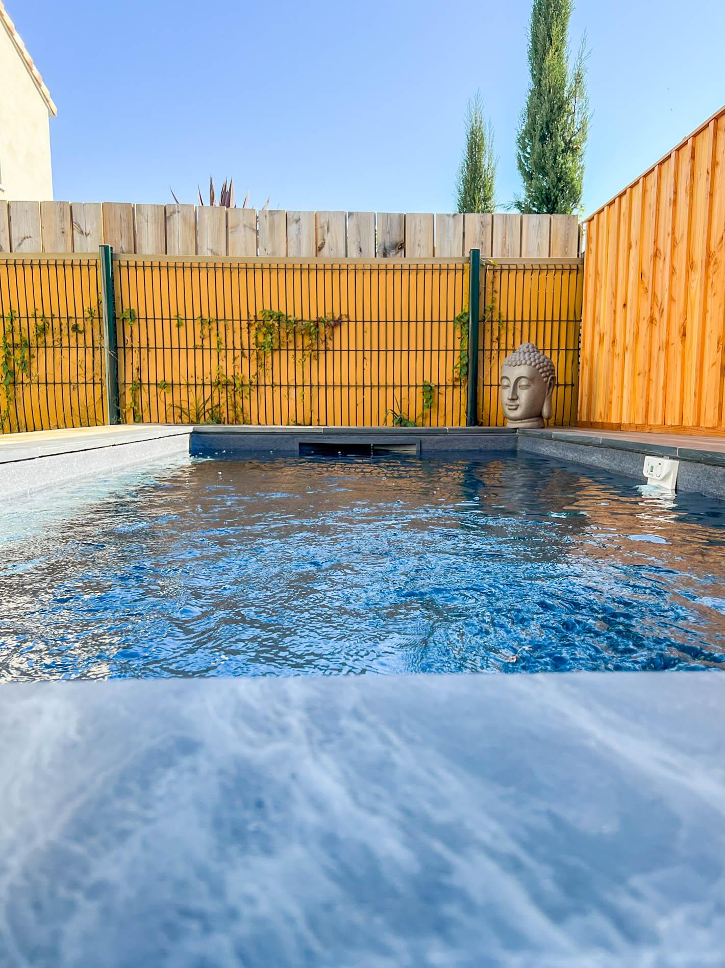 piscine-beton-arme-gris-anthracite-pvc-arme-texture
